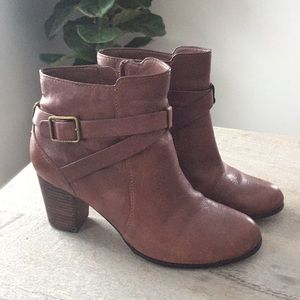 Cole Haan brown leather ankle boots. Size 7 1/2